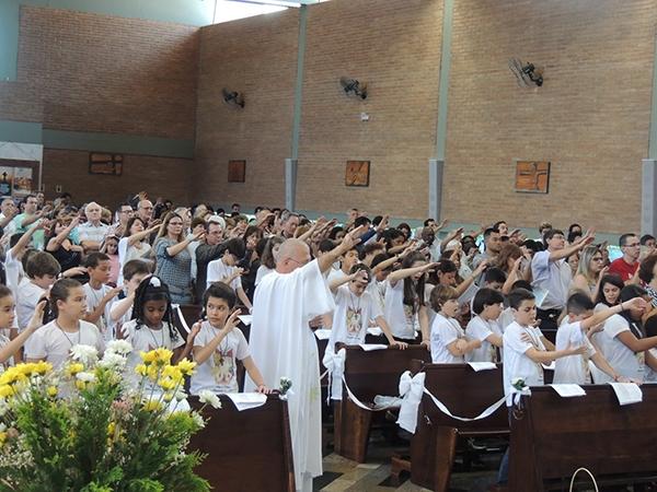 20151122_010-primeira_eucaristia